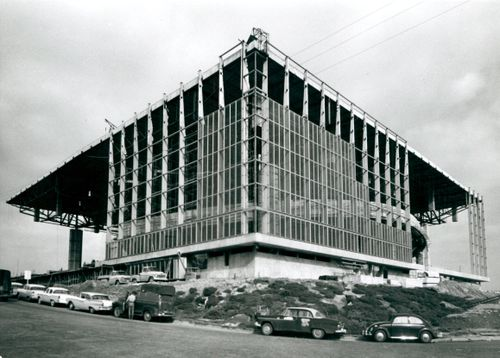 1960_Memorial Coliseum Construction_A2001-005.27-3