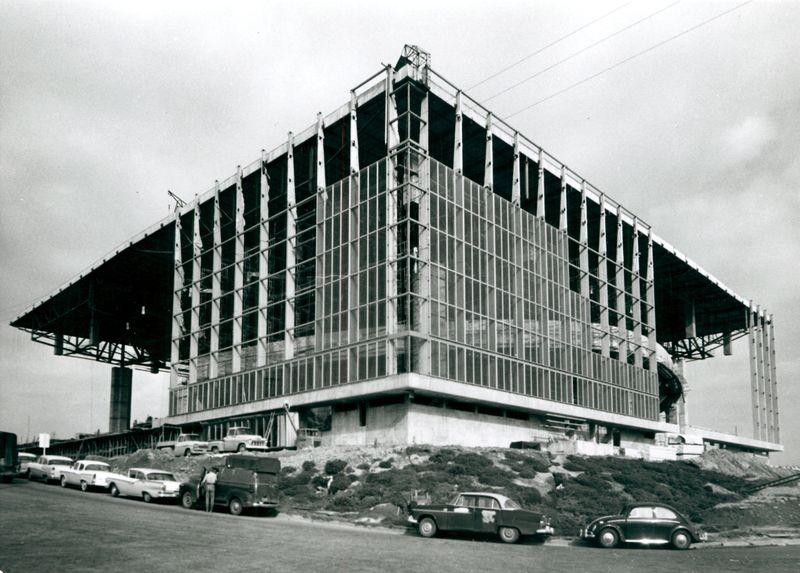 1960_Memorial Coliseum Construction_A2001-005.27-3