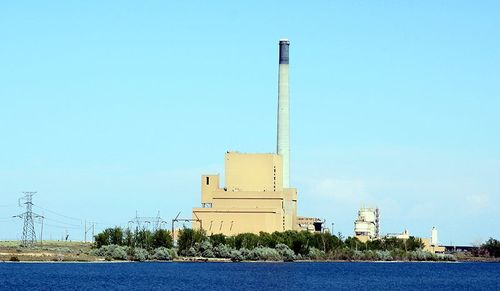 800px-Boardman_Oregon_coal_plant_at_Carty_Reservoir