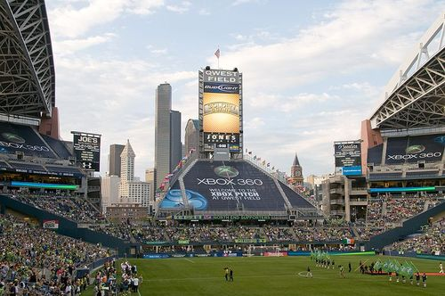 Qwest_field_with_seattle_in_the_background