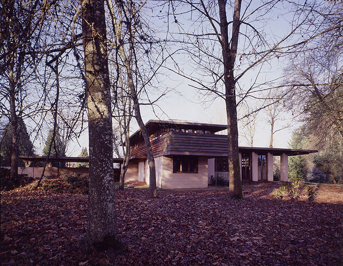Gordon House W Exterior