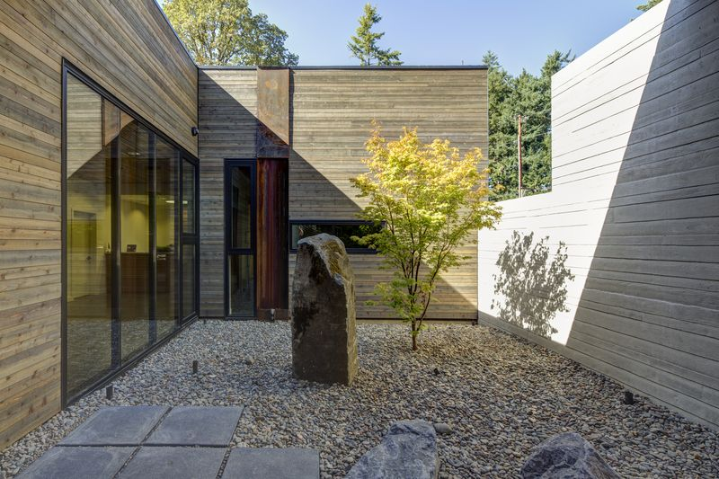 Nordia_house_entry courtyard