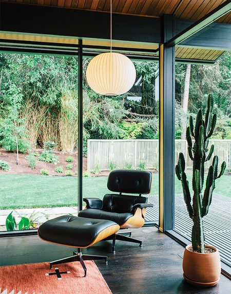 Midcentury-renewal-george-nelson-bubble-lamp-eames-lounge