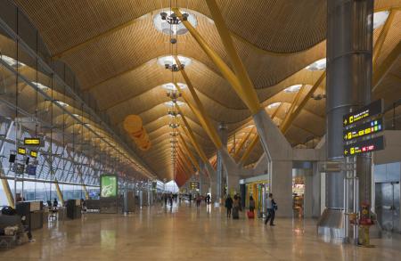 Terminal_4_del_aeropuerto_de_Madrid-Barajas _España _2013-01-09 _DD_05