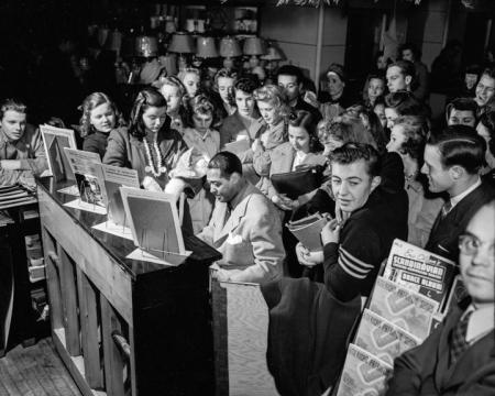 Oregon Journal_Photo_Ellington at Gills_December 9 1941
